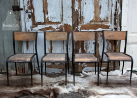 8 Franse oude schoolstoelen (131520, 131521 t/m 528) verkocht