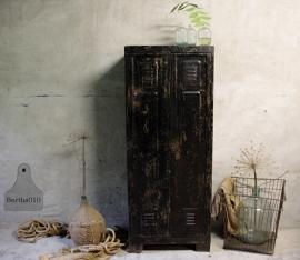 Oude zwarte locker (132143)..verkocht