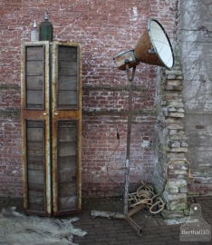 Industriële lamp op statief (130903)..verkocht