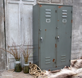 Geleefde grijze locker, 2 deurs (131778) verkocht