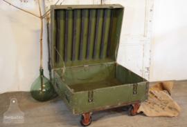 Stoere, grote kist op wielen (133294)...verkocht