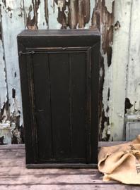 Oude hangkastje (136738) verkocht