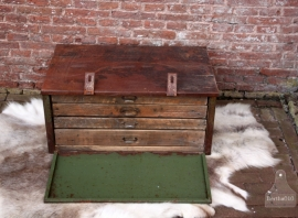 Oude industriele kast met lades (131204)......verkocht
