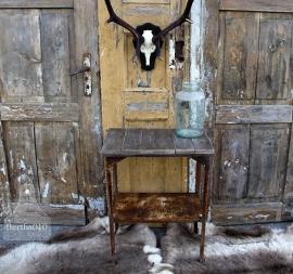 Oud ijzeren bijzettafeltje (131590).............verkocht