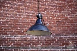 Geleefde zwarte industriële lamp (131047)..verkocht