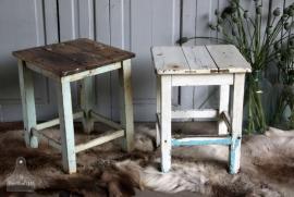 Geleefd houten kruk/tafeltje (131169)..verkocht