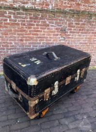 Oude kledingkoffer op wielen (138282) verkocht