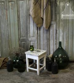 Oud Hongaars wit krukje (132651)..verkocht