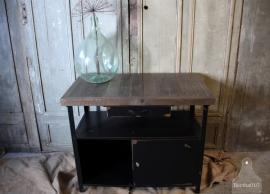 Geleefd dressoir met houten blad (132484)..verkocht