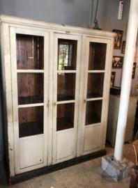 Oude houten vitrinekast (138632)