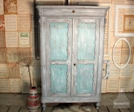 Antieke geleefde kast turquoise (130955)..verkocht