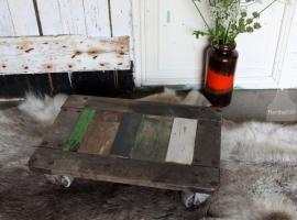 Bijzettafeltje van sloophout op wielen (131245)..verkocht