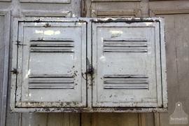 Oude ijzeren hangkast (131751)..verkocht