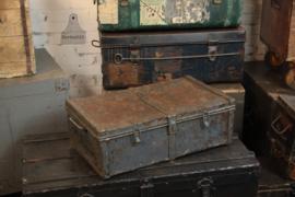 Stoere ijzeren reiskoffer (136108)..verkocht
