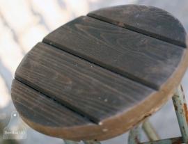 Industriele krukken bruin oud hout (130412)..verkocht