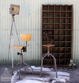 Oude industriële vakkenkast (131083)..verkocht