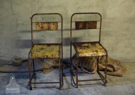 2 ijzeren stoelen (132428, 132429)...verkocht