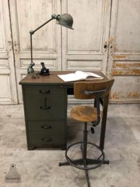 Oud, hoog industrieel bureau (143724) verkocht