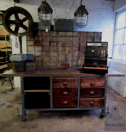 Oude werkbank, dressoir, keukeneiland, toonbank (134982)