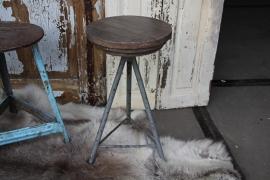 Industrieel krukje grijs (131653) verkocht