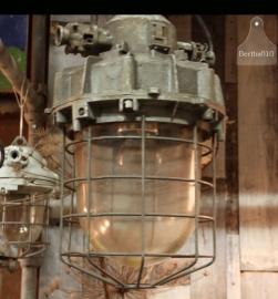 6 grote industriële hanglampen (130928, 130929, 130930, 130931, 130932, 130933)...verkocht