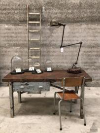 Stoer bureau (143961) verkocht