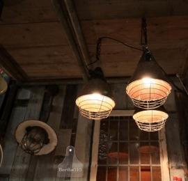 3 Industriële hanglampen (130831, 130832, 130833)..verkocht