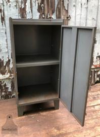 Industrieel ijzer kastje (138644)