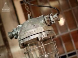 6 oude, echte industriële lampen (130935/130936/130937/130938) verkocht