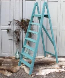 Oude houten trapleer turquoise (131186)..verkocht