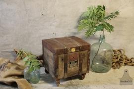 Oude kist ijzer op wielen (132151)..verkocht