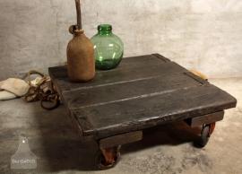 Op maat gemaakte salontafel van oude scheepsluiken (132192).verkocht