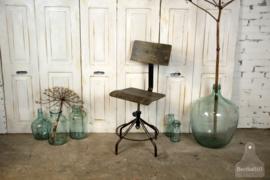 Oude bureaustoel (135054)..verkocht