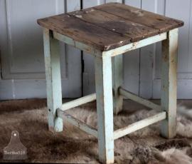 Oude houten kruk/tafeltje (131170)..verkocht