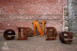 Diverse grote  ijzeren letters (136176, 136177, 136178, 136179, 136180, 136181)