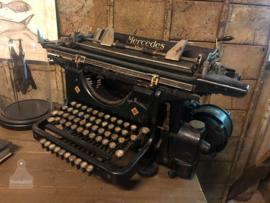 Oude typemachine Mercedes (138510)