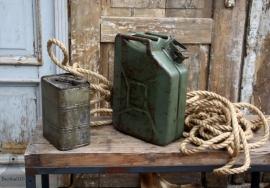 Oude jerrycan groen (131370) verkocht