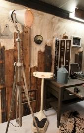 Oude industriele staande lamp (130719)..verkocht