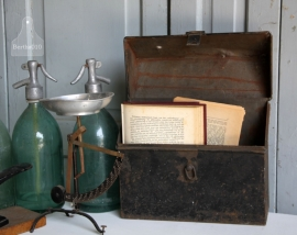 Oud ijzeren post-kistje (131161) verkocht