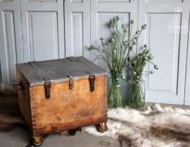 Oude verzendkist op wielen ( 131168) verkocht