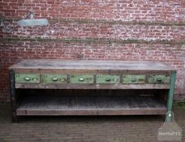 Lang industrieel dressoir, toonbank (131507)..verkocht