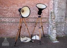 Oude fabriekslamp op statief (132119, 132120)...........verkocht