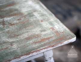 Geleefd tafeltje (130450)..verkocht