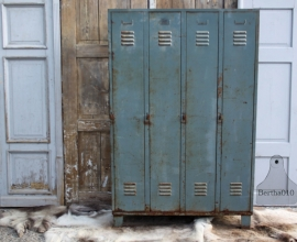 Oude industriële lockers 4 deurs (131366)..verkocht