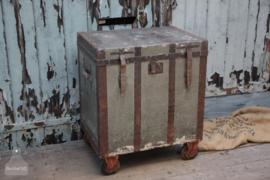 Antieke kledingkoffer op wielen (136542) verkocht