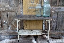 Geleefd dressoir van ijzer en hout (131587) verkocht