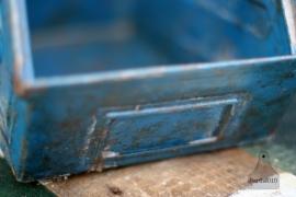 Blauw industrieel ijzeren kratje (130436)..verkocht