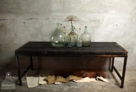 Op maat gemaakte tafel van oude scheepsluiken (132191)..verkocht