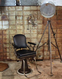 Oude ijzeren lamp op statief (134985)..verkocht'