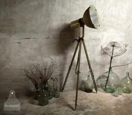 Oude lamp op statief (132369)..verkocht